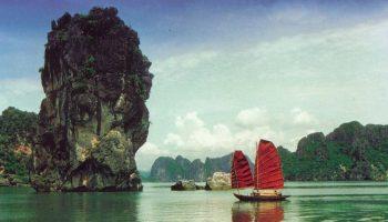 une jonque dans la baie d'halong