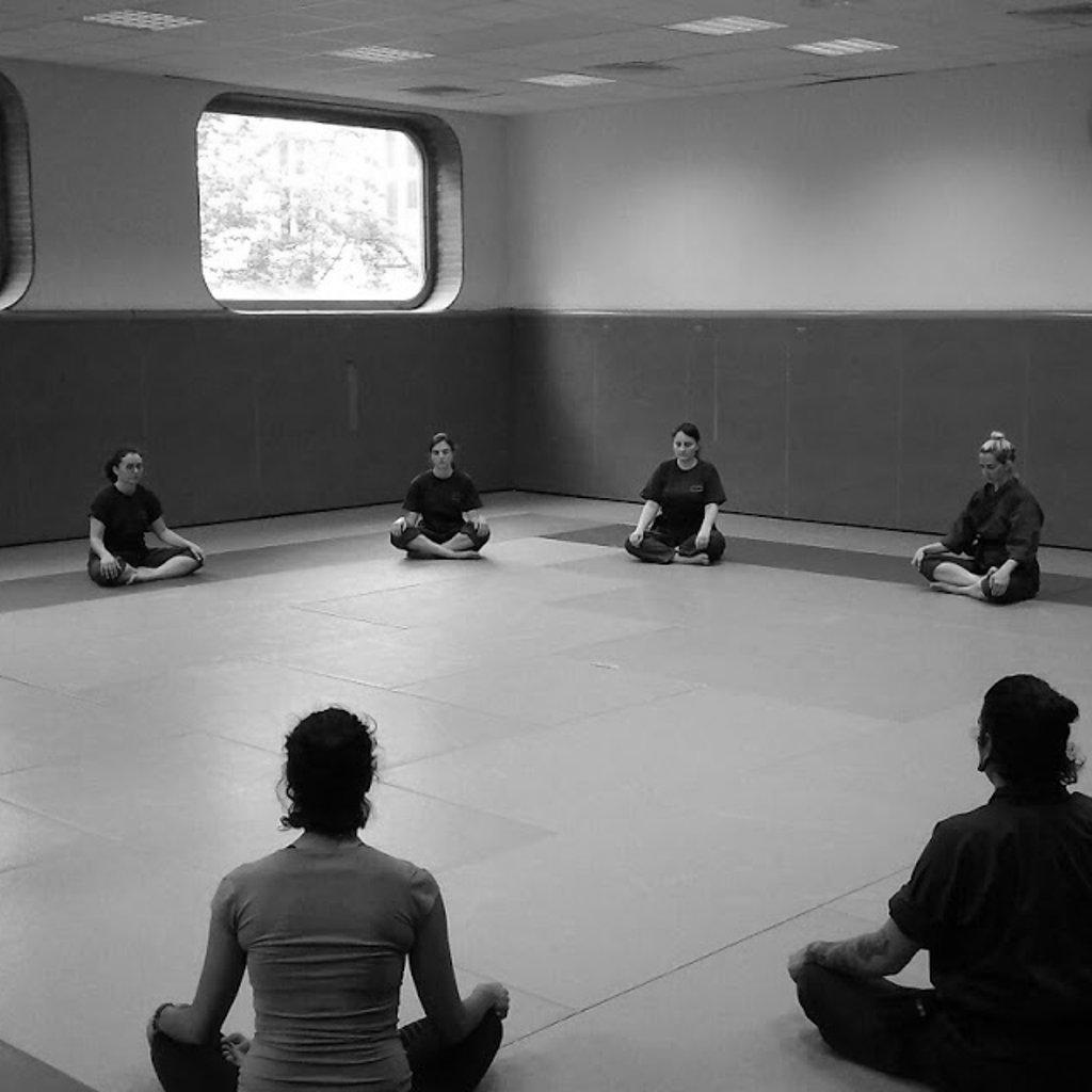 cours de yoga et arts martiaux pendant le stage à Paris